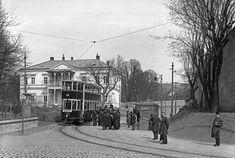 Ein Doppelstockwagen der Straßenbahn im Jahr 1913. Gebaut wurden sie in der Hauptwerkstätte der Wiener Linien. Scenery Pictures, Back In Time, Hungary, Vienna, Maui, Austria, Vintage Photos, Old Things, Street View