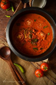 Karimeen curry - Pearl spot in spicy coconut milk sauce Prawn Recipes, Entree Recipes, Fish Recipes, Seafood Recipes, Indian Food Recipes, Ethnic Recipes, Curry Recipes, Recipies, Fish Dishes