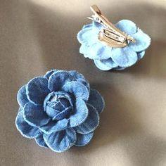 Denim Flowers, Cloth Flowers, Fabric Flowers, Flower Jeans, Broche Chanel, Country Wedding Flowers, Denim Crafts, Diy Hair Accessories, Wedding Accessories