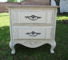 SHABBY CHIC/FRENCH PROVINCIAL, NIGHT STAND/SIDE TABLE LIGHT BROWN