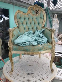 BEAT UP SHABBY CHAIR LUV IT