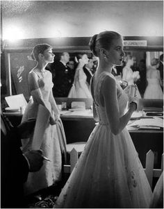 Audrey Hepburn and Grace Kelly backstage at the Academy Awards 1956.