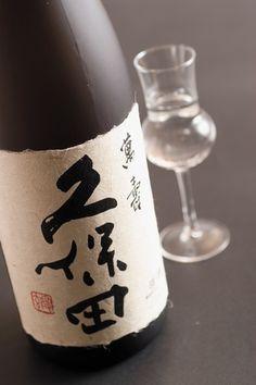 こちらは新潟の銘酒 久保田の萬壽! 美味しいお酒は水のようにするする飲めると実感出来る日本酒の代表格です。