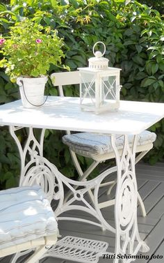Repurposed Furniture, Shabby Chic Furniture, Painted Furniture, Sewing Machine Tables, Old Sewing Machines, Front Garden Entrance, Vintage Sewing Table, Diy Garden Decor, Cool Rooms
