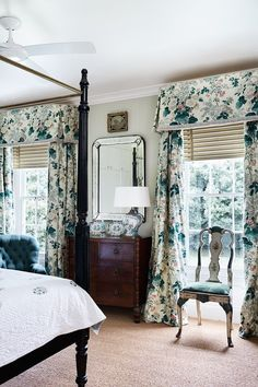 Beautiful chintz drapes in this classic bedroom. Definitely Lee Jofa. Looks like Althea or Hollyhock. I get them confused.
