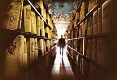 Archivos secretos del Vaticano. Aunque la mayoría de los libros son de libre consulta después de pasar un riguroso procedimiento, el acceso a la biblioteca del Vaticano, con una extensión de cerca de 65 kilómetros de estanterías, está prohibido. En el Vaticano se pueden visitar joyas artísticas y arquitectónicas como la capilla Sixtina, pero no los archivos de su biblioteca.