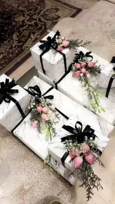 Wedding Gift Baskets, Wedding Gift Wrapping, Wedding Gift Boxes, Creative Gift Wrapping, Creative Gifts, Wedding Favors, Wedding Gifts, Wedding Decorations, Engagement Gift Baskets