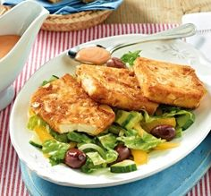 Gebratener Feta in knuspriger Mandelhülle auf Salat Rezept