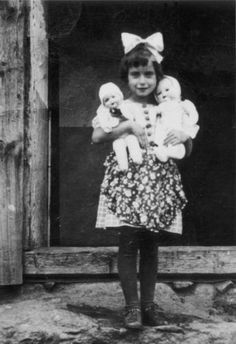 little girl with dolls  Wolfshagen (Wilczyny), Ostpreussen, before (or during) World War II