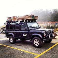 #landrover - Pretty traditional set up with tent in front. This makes it easy to set up and put away. Especially, when the bikes are on the rear. I like the stickers on the boxes and the decal on the door. Very official looking. - WEH
