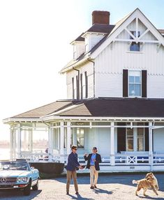 The wide retriever goes out for a fetch The Ledges Newport by kjp New England Prep, New England Style, Coastal Homes, Coastal Living, Exterior Design, Interior And Exterior, Old Money, Beach Cottages, Newport