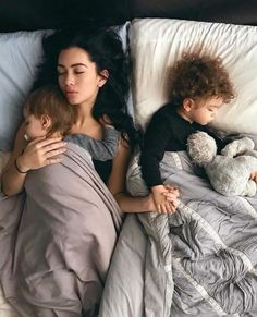 Find images and videos about baby, family and kids on We Heart It - the app to get lost in what you love. Cute Family, Baby Family, Family Goals, Beautiful Family, Beautiful Children, Family Life, Mom And Baby, Baby Love, Baby Kids