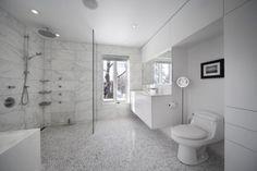 Salle de bain en marbre.