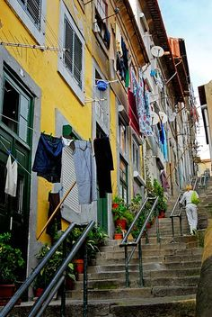 Ruas do Porto / Streets of Porto > Escadas dos Guindais - Portugal