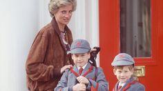 Diana bringt Prinz William und Prinz Harry zur Wetherby School am 25. April 1990. Auch George könnte bald diese Schule besuchen.