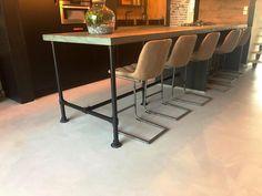 Gietvloer met industriële look | Unica Grind... - UW-vloer.nl Table, Furniture, Home Decor, Decoration Home, Room Decor, Tables, Home Furnishings, Home Interior Design, Desk