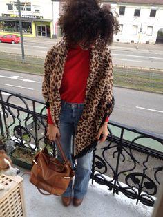Leopard red in love
