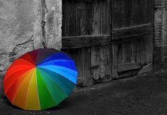 Il sognatore è un'anima ribelle e, quando tutti camminano sul sentiero, lui sale sull'arcobaleno.   - Davide Capelli  ~D. M. C.® (via @occhietti)