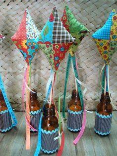 Pipas em patchwork dentro de garrafas recicladas, para lembrancinhas