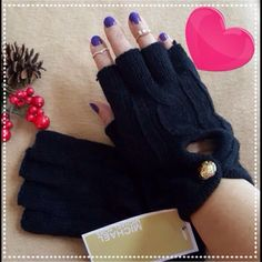 MK Half Fingers Gloves *LAST ONE IN BLACK*! Brand new with tags. Comfort fit & cozy. One size. MICHAEL Michael Kors Accessories Gloves & Mittens