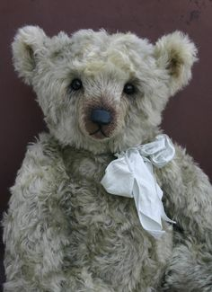 By Vicky Allum, Humble-Crumble Collectors Bears--beautiful face!
