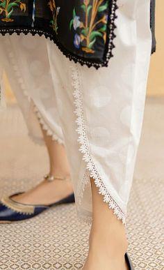 Simple Pakistani Dresses, Pakistani Fashion Casual, Pakistani Dress Design, Indian Dresses, Pakistani Clothing, Muslim Fashion, Bollywood Fashion, Stylish Dresses For Girls, Stylish Dress Designs