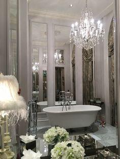 Cora Pearl Suite bathroom