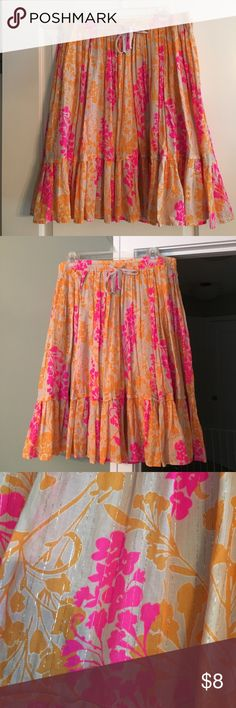 Old Navy Skirt size medium Like new skirt, only worn a handful of times. Size medium. The colors are a very pretty pink and orange with gold shimmering lines. Skirt hits just below the knee. Old Navy Skirts Midi