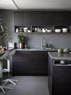 Stilrent kök med köksö från Ballingslöv. Köksluckan Bistro i färgen Ask brunbets - Åsa Dyberg   Ballingslöv