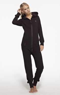 Fitted Onesie Black with Black Zip - Kvinnor Onesie For Teens, Cute Lazy Outfits, Casual Outfits, Jumpsuits For Women, Lounge Wear, Winter Outfits, Winter Clothes, Onesies, Fashion Outfits