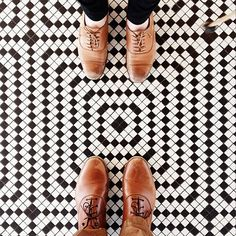 25 Selfies of Feet On Breathtaking Floor Art -DesignBump Mosaic Bathroom, Bathroom Flooring, Mosaic Tiles, Tiling, Bathroom Colors, Mosaic Floors, Kitchen Floors, Small Bathroom, Floor Patterns
