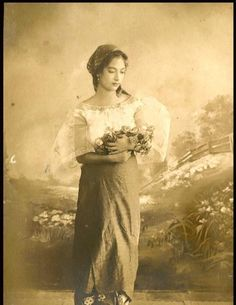 Filipina-Spanish_Mestiza_wearing_baro't_saya.jpg (606×784) The baro't saya is the unofficial national dress of the Philippines.