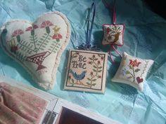 Carnation Basket Heart, Nikyscreations. Fob and Pillow Blackbird Desings. Pinkeep, La-D-Da. Joskaria.