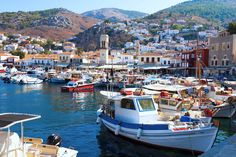 Hydra is 3 hours from Athens. In March, the weather can change at the last moment and the boat can be cancelled. It's suggested that the trip is booked last minute.