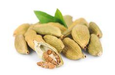 Kardamom ist ein asiatisches Gewürz, dass leicht nach Eukalyptus schmeckt. Verwendung findet es in vielen asiatischen Gerichten und in Deutschland in der
