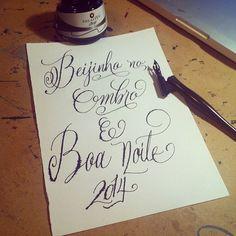 Boa noite (tudo torto e cagado mas não deixei de praticar hj isso importa #constancia e #persistencia…mesmo com #valesca e #beijinhonoombro ✒️) #naofodetipocali #putavergonha #type #typography #tipocali #maquinario #estudiomaquinario #sp #love #lettering #handmade #handmadelettering #brasil #caligrafia #inspiration #espm #idea #calligraphy #handwriting #design #art #creativity #letters #typeverything #sketch #sketchbook #ink #instart  (em Reginato's)