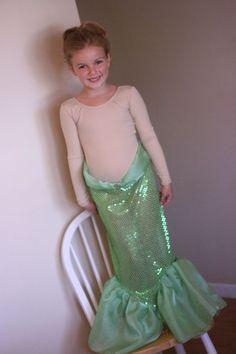 Tutorial for Making a Mermaid Skirt (Ariel or Little Mermaid Costume). Found on pinterest