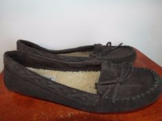 Minnetonka Moccasins womens size 8.5 Dark Brown Leather, Slip on, Fast shipping  #MinnetonkaMoccasin #LoafersMoccasins #Casual