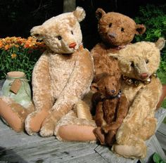 Beautiful Bears made by Linda Dorr of ADorrable Bears......Just Gorgeous !!!
