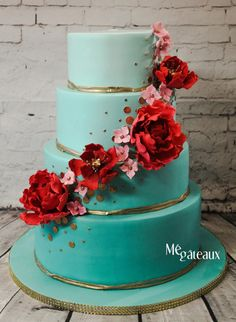 Turquoise and red wedding cake by Mé Gâteaux - http://cakesdecor.com/cakes/253976-turquoise-and-red-wedding-cake