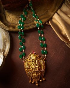 Temple Jewellery Rani Haars That Are Trending! Pearl Necklace Designs, Gold Earrings Designs, Gold Jewellery Design, Bead Jewellery, Temple Jewellery, Antique Necklace, Kerala Jewellery, Saree Jewellery, Beaded Jewelry Designs