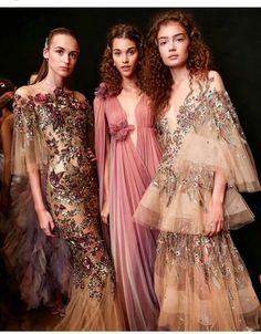 Haute Couture Marchesa - Julia Home Style Couture, Haute Couture Fashion, Haute Couture Gowns, Vestidos Vintage, Mode Style, Couture Dresses, Beautiful Gowns, Dream Dress, Pretty Dresses
