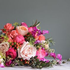Spring brights @millbridgecourt created from Coral Charm Peony Sweet Avalanche & Juliet Roses Hypericum berries Sweet Peas peach spray roses and stock - Happy Sunday!