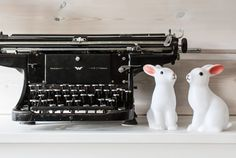 vintage typewriter, rabbit night lights, lapsen yövalo