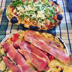 Dive into La Pratolina's Pinsa an oval shape pizza derived from the ancient Roman focaccia. Yummy!  #Italy #Rome #pinsa #pizza : @gianni_best