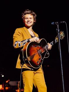Harry Styles Live in Sydney, Australië. Harry Styles Live in Sydney, Australië. Harry Styles Baby, Harry Styles Lindo, Harry Styles Mode, Harry Styles Fotos, Harry Styles Pictures, One Direction Pictures, Harry Edward Styles, Harry Styles Photoshoot, Harry Styles Fashion