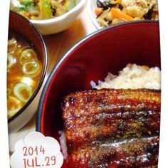 宮崎の鰻、ふっくら美味しいです 鉄分補給に、ひじき、切り干し、大豆、人参の煮物。ゴーヤのごま油おかか炒め、なめこの赤だし。 - 71件のもぐもぐ - 宮崎鰻と鉄分補給副菜! by machiruda11