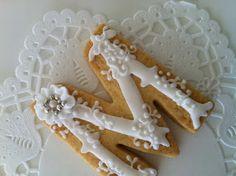 Very pretty monogram cookie (C bonbon).