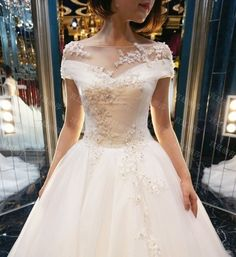AHW025 New Arrival Elegant Lace Train Wedding Dresses with Appliques 2017