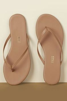 Looking for elevated, everyday women's leather flip flops & sandals? Meet the Nudes by TKEES. Cute Shoes Flats, Shoes Heels Wedges, Cute Sandals, New Shoes, Shoes Sandals, Sandal Heels, Sandals Outfit, Women Sandals, Leather Flip Flops Womens